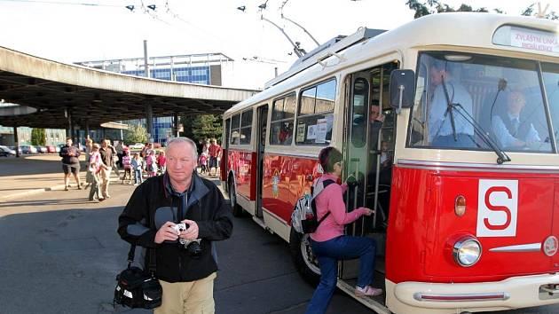 Ostravou jezdily historické trolejbusy