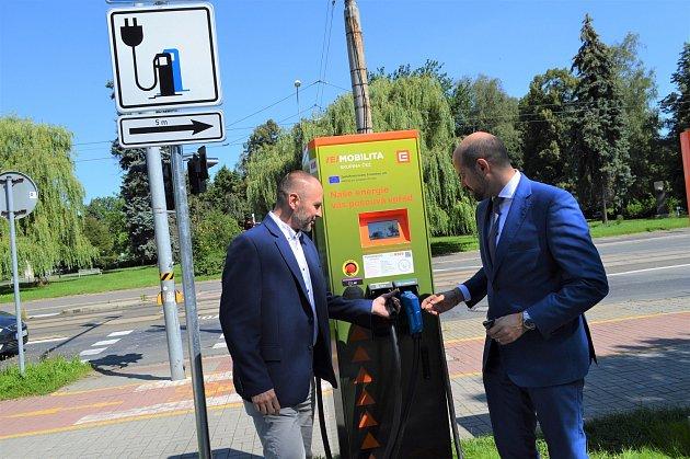 VOstravě přibylo pět nových rychlodobíjecích stanic na elektromobily.