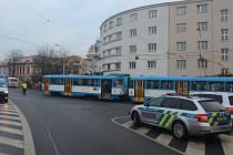 Policie hledá svědky nehody. K té došlo11. prosince 2020 kolem 08.24 hodin vměstské části Moravská Ostrava na křižovatce mezi ulicemi Nádražní a Plynární.