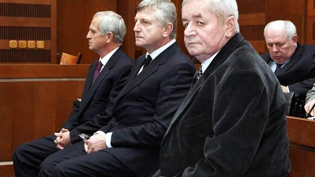 Ze soudního přelíčení s bývalími manažery Ostravsko-karvinských dolů. Zleva Petr Otava, Viktor Koláček a Jan Przybyla