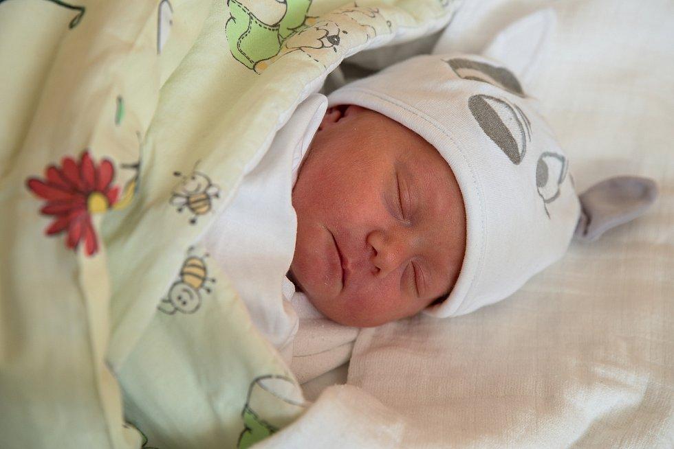 Amélie Mrowiecová z Orlové, narozena 8. dubna 2021 v Karviné, míra 50 cm, váha 2092 g. Foto: Marek Běhan