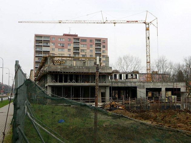 Stavba bytového domu by měla skončit v roce 2016.
