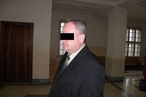 Milan A. (na snímku z jednání u krajského soudu) byl zaobří daňový únik při obchodování slihem odsouzen k jedenácti rokům vězení.