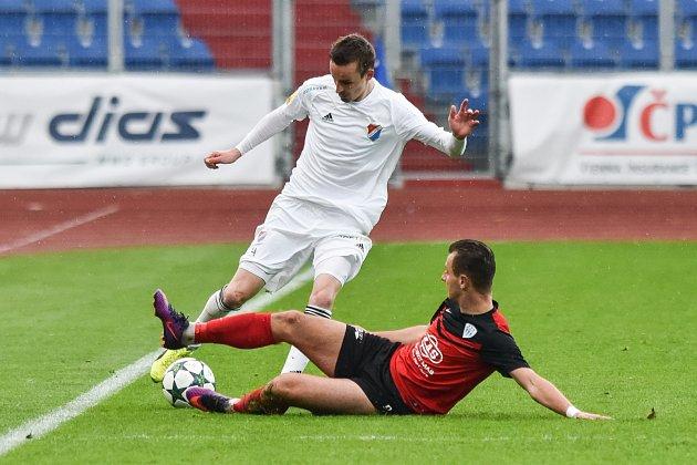 Utkání 24. kola druhé fotbalové ligy (Fortuna národní liga): Baník Ostrava vs. FC MAS Taborsko, 23. dubna v Ostravě. (L) Martin Sus a Martin Kučera.
