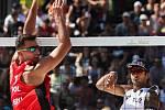Muži: Zápas o 3. místo Polsko - Rusko. FIVB Světové série v plážovém volejbalu J&T Banka Ostrava Beach Open, 2. června 2019 v Ostravě. Na snímku (zleva) Michal Bryl (POL), Viacheslav Krasilnikov (RUS).