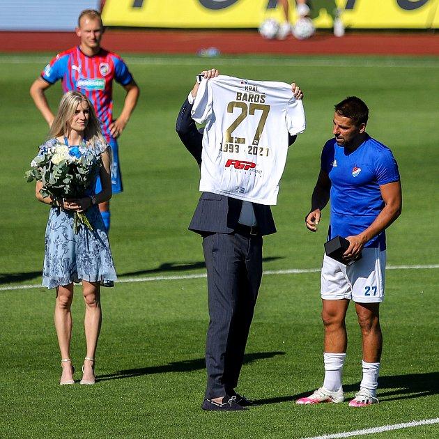 Utkání 4.kola nadstavby první fotbalové ligy, skupina otitul: Baník Ostrava - FC Viktoria Plzeň, 5.července 2020vOstravě. Vpravo Milan Baroš zOstravy.