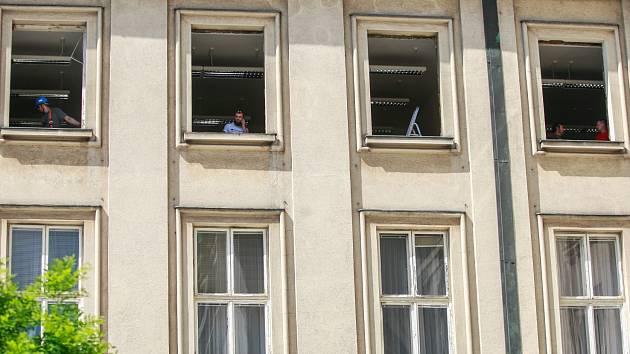 Výměna oken v budově ostravské Nové radnice potrvá s přestávkami do října.
