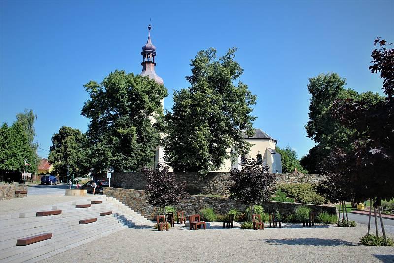 Náměstíčko u kostela sv. Václava.