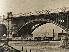 VÍDEŇSKÝ MOST. Báňská hutní společnost (Karlova huť v Lískovci) dodala začátkem 20. století do Vídně most přes Dunaj, který sloužil elektrické městské dráze.