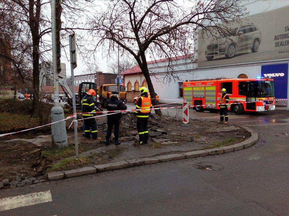 Bezpečnostní zásah u havárie plynovodní přípojky.