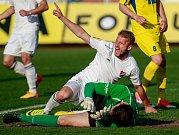 FC Baník Ostrava - FK Varnsdorf. Tomáš Mičola a brankář hostů Miroslav Samoel