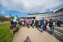 Městský obvod Poruba se letos poprvé přihlásil k akci Ukliďme Česko. A zájem byl obrovský. Vyčistit porubský lesopark přišlo v sobotu 8. května více než dvě stě lidí.