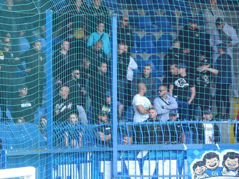 Fotbalisté Baníku Ostrava v neděli hráli v Liberci. Fanoušci Baníku.