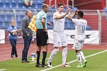 Utkání 28. kola druhé fotbalové ligy (Fortuna národní liga): Baník Ostrava vs. Baník Sokolov, 13. května v Ostravě. Střídání, Dyjan Carlos De Azevedo a Jakubov Alexander.