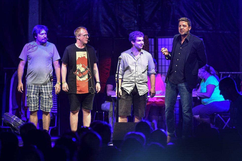 Hudební festival Colours of Ostrava 2018 v Dolní oblasti Vítkovice, 21. července 2018 v Ostravě. Na snímku představení Tři Tygři (herci: Štěpán Kozub, Robin Ferro, Albert Čuba a Vladimír Polák).