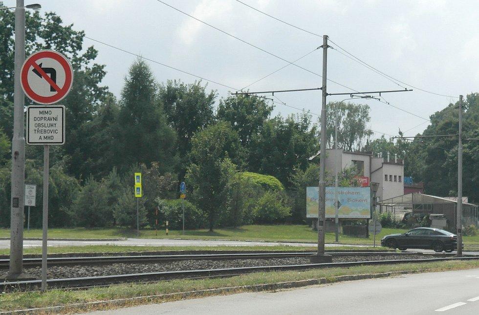 Zákaz odbočení do Třebovic z Martinovské ulice trápí málokoho, však se také spousta šoférů diví, když jim pak domů přijde pokuta.