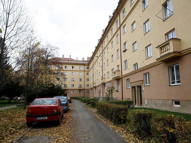 Opravené domy společnosti RPG na náměstí Vítězslava Nováka v Ostravě-Porubě.