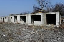 Ekonomická krize zanechala na území Slezské Ostravy nedokončené projekty a přes dvě stě bytů, o které nikdo nemá zájem.