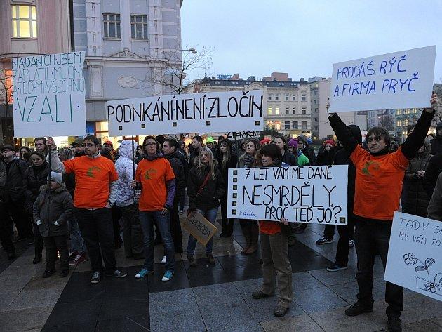 Demonstrace proti policejním raziím v growshopech na Masarykově náměstí v centru Ostravy.
