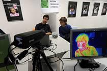 Termokamerou se mohli nechat vyfotit zájemci, kteří v pátek mezi 18. a 22. hodinou zavítali na Přírodovědeckou fakultu Ostravské univerzity na Noc vědců.
