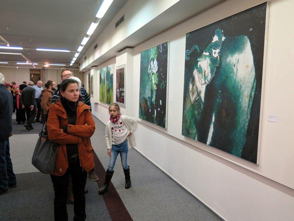Vernisáž výstavy obrazů malíře, grafika a výtvarníka Jiřího Sibinského, Fragmenty krajiny v Havířově.