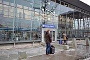 Ledovka i nadále působí komplikace. Úterní mrazivé ráno v Ostravě.