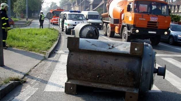 Ostravští hasiči odstraňovali z křižovatky vypadlé elektromotory