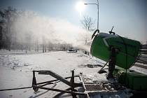 Sněžné dělo u nákupního centra Futurum 1. března 2018 v Ostravě.