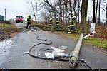 Zásah hasičů kvůli silnému větru v Bartovicích.