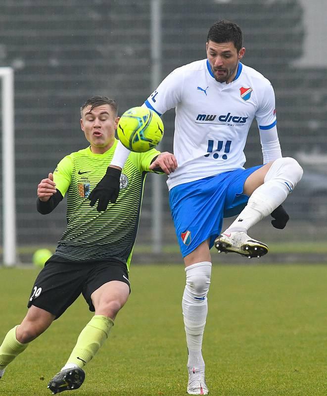 Fotbalisté Baníku Ostrava prohráli přípravné utkání s druholigovým Prostějovem 0:1. (6. ledna 2021, Ostrava). Na snímku v bílém Patrizio Stronati.