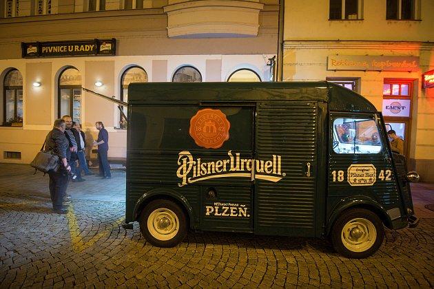 První várka Pilsner Urquell v pivnici U Rady, 2. listopadu 2018 v Ostravě.