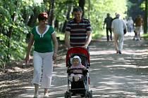 Bělský les láká k procházkám, posezení i běhu
