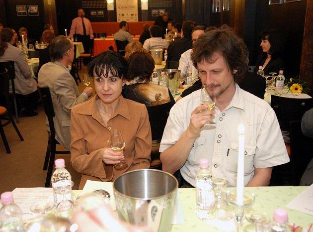 Vína posuzovali na soutěži Cuveé 2008 Ostrava odborníci i laici
