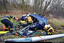 Řidič v Radvanicích nezvládl řízení a sestřelil sloup.
