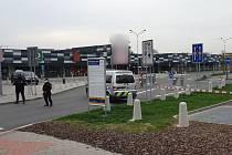 Policisté v regionu museli v neděli uzavřít několik marketů kvůli anonymní hrozbě bombou.
