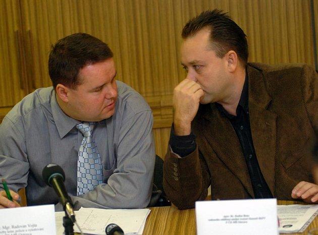 Kriminalisté Radovan Vojta (vlevo) a Radima Bena