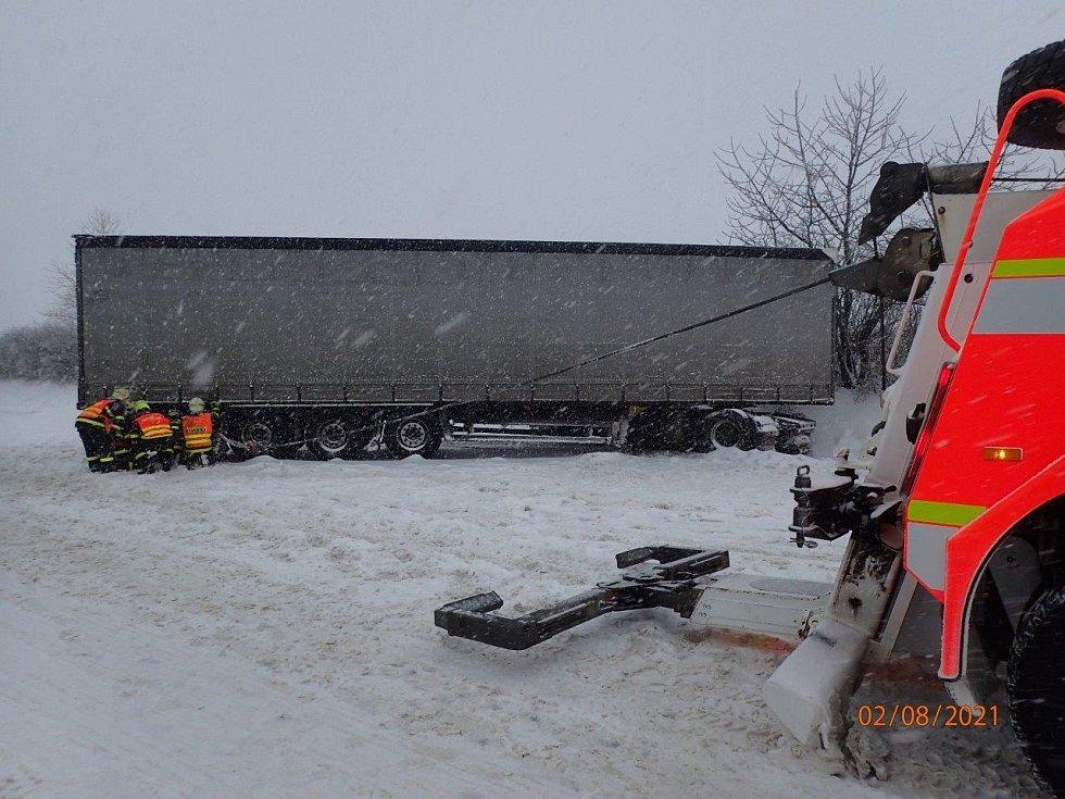 Na Novojičínsku mají kamiony dlouhodobě problém.