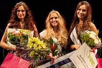 Dvanáct krásných studentek z Ostravské univerzity a VŠB-Technické univerzity Ostrava ve středu večer v multifunkční aule Gong bojovalo o korunku Miss university.