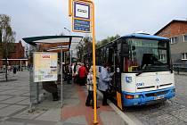Z autobusového nádraží v Hlučíně by měla do Ostravy od června jezdit nová linka.
