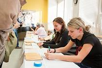 Volby 2013 v Ostravě. Na snímku vpravo prvovolička Karolina Štetiarová