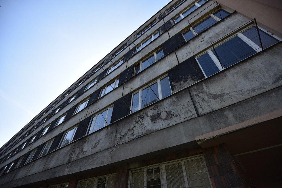 Bývalá závodní nemocnice, která v posledních letech sloužila jako ubytovna, se dočká revitalizace.