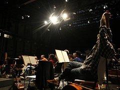 Ilustrační snímek ze zkoušky na zahájení Mezinárodního hudebního festivalu Janáčkův máj v Multifunkční aule Gong v Dolní oblasti Vítkovic.