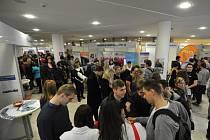 KARIÉRA PLUS. Zhruba pět tisíc studentů se přišlo podívat na veletrh pracovních příležitostí pořádaný VŠB-TUO.