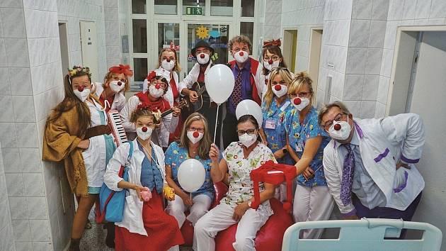 Zdravotní klauni navštívili nemocnice v kraji.