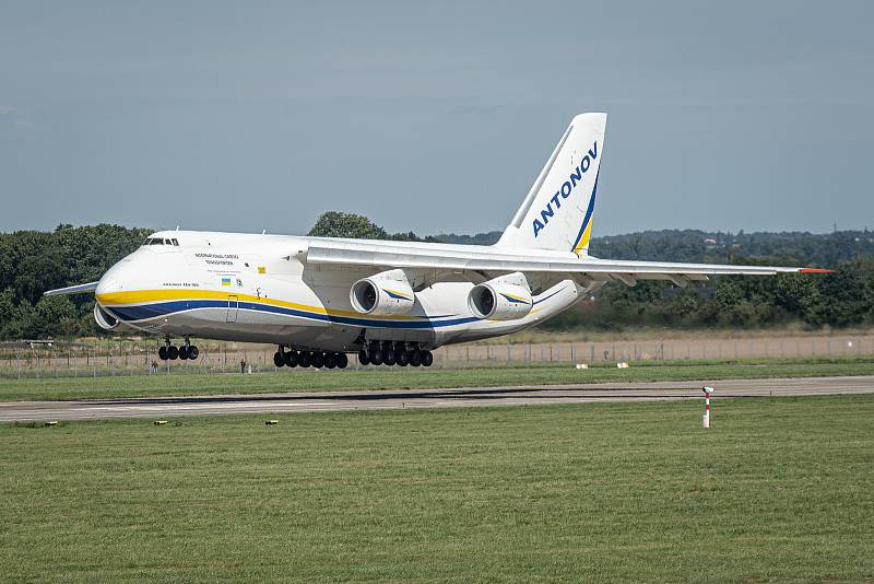 Takto vypadal přílet letadla Antonov An-124 Ruslan do Ostravy 28. srpna 2020.