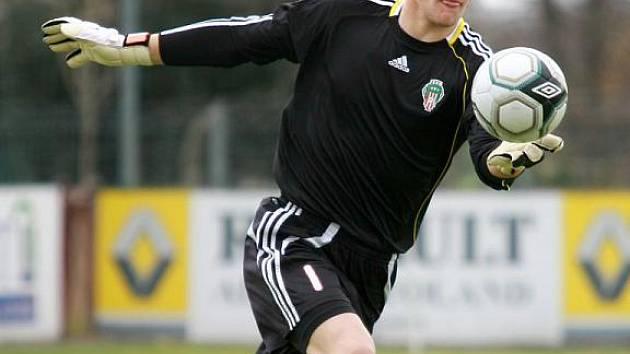 Brankář Žižkova Tomáš Vaclík.