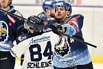43. kolo hokejové extraligy mezi HC Vítkovice Ridera - HC Rytíři Kladno v Ostravě dne 2. února 2020. Na snímku (zleva) Jan Schleiss z Vítkovic a Michal Barinka z Kladna.