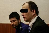 Při zahájení soudního procesu se muž nacházel ve vazbě, z níž byl později propuštěn.