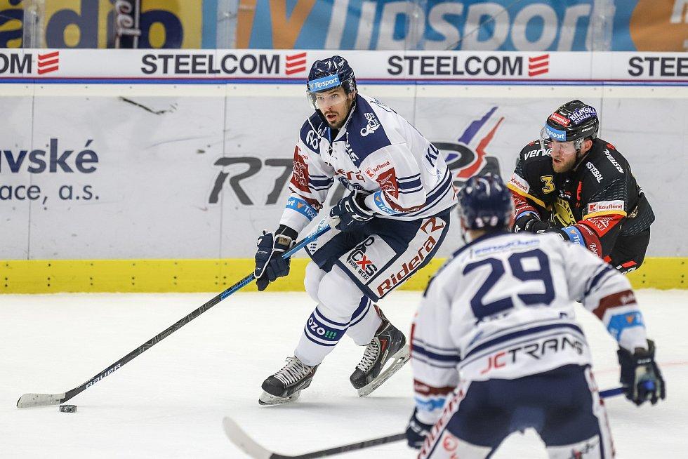 Utkání 37. kola hokejové extraligy: HC Vítkovice Ridera - HC Verva Litvínov, 17. ledna 2020 v Ostravě. Na snímku (zleva) Tomáš Kubalík, Adam Jánošík.