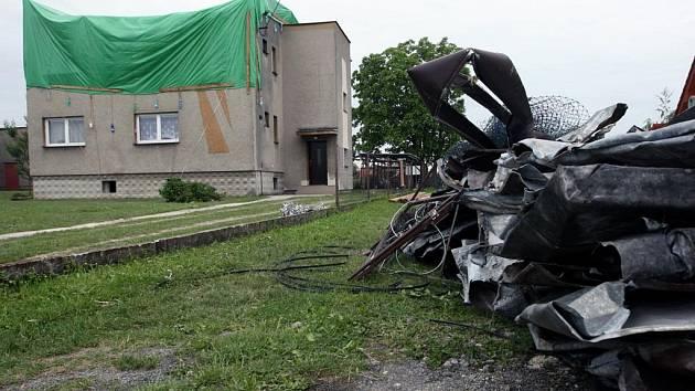 Dům v Šenově, který přišel při páteční vichřici o střechu